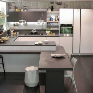 All'interno della Collezione Everyone, la cucina First di Snaidero (prezzo a partire da 5.000 euro) è un mix equilibrato di creatività e design accessibile.