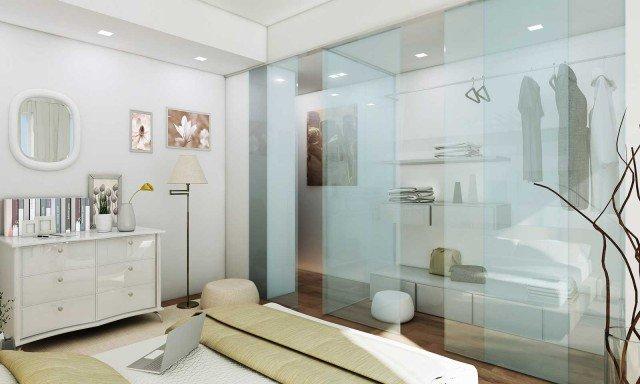 La cabina trasparente In ciascuna camera da letto viene aggiunta la cabina armadio. Quella doppia è stata ricavata riducendo di circa 1 metro il soggiorno. Tutt'altro che mimetizzata, è valorizzata con pannelli scorrevoli in vetro.