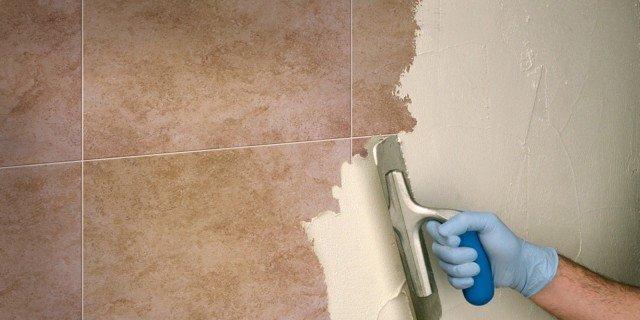 Rifare il bagno senza togliere le piastrelle e con piccoli interventi cose di casa - Verniciare piastrelle pavimento ...