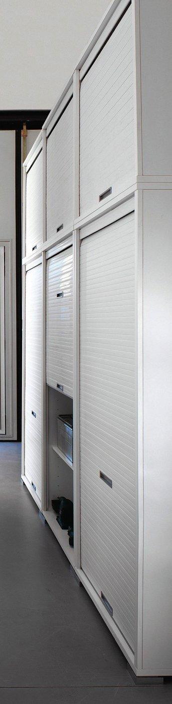 I contenitori salvaspazio Idrobox di Birex con apertura a serranda sono componibili e sovrapponibili; misurano L 225 x P 60 x H 263 cm. www.birex.it