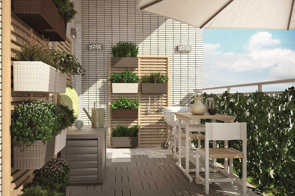 Un terrazzo arredato con prodotti del nuovo catalogo di Leroy Merlin ...