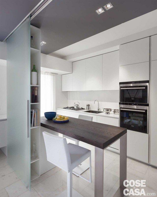 80 mq con controsoffitti funzionali e d 39 effetto cose di casa for Raccordo casa verticale