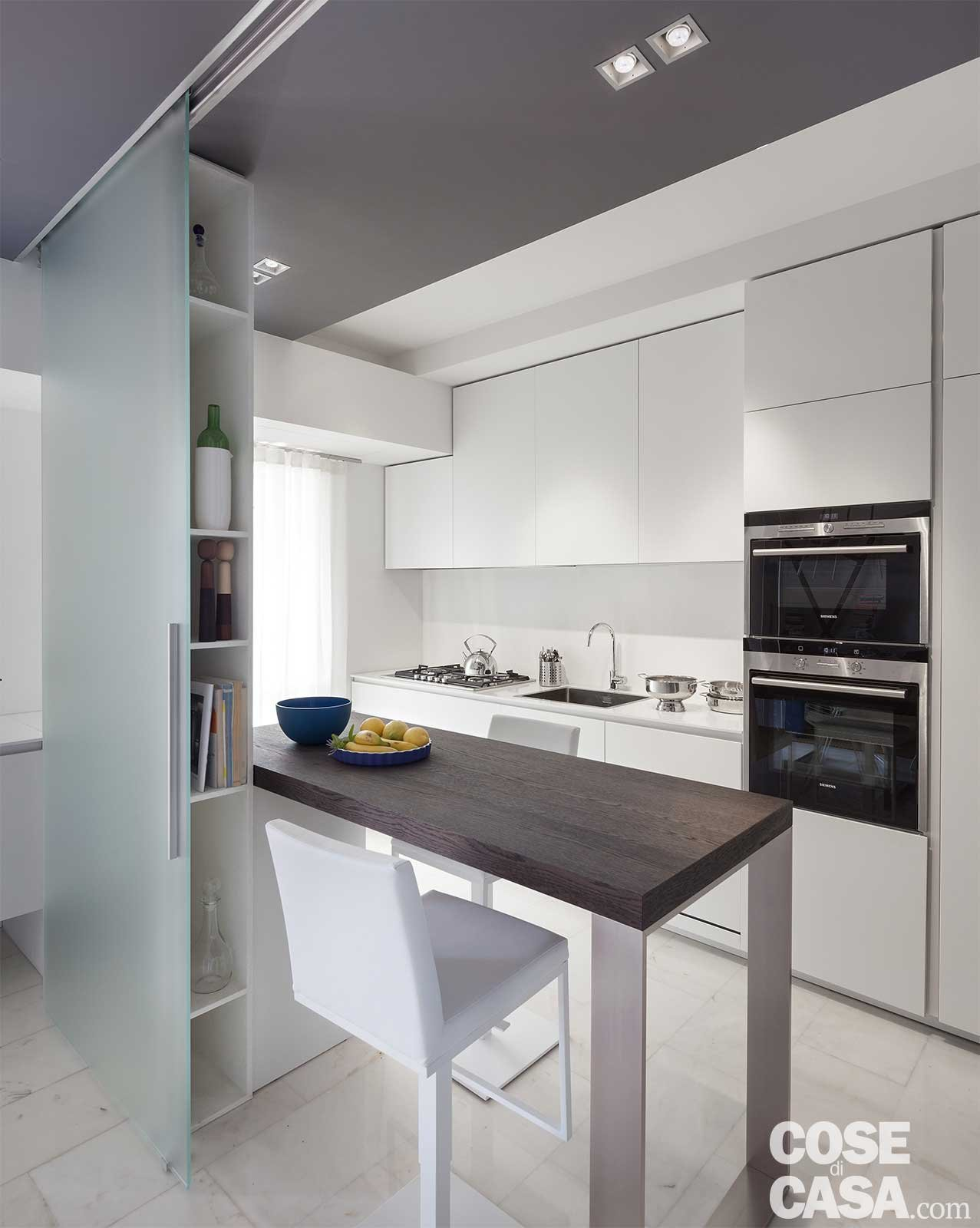 80 mq con controsoffitti funzionali e d 39 effetto cose di casa for Controsoffittature moderne idee