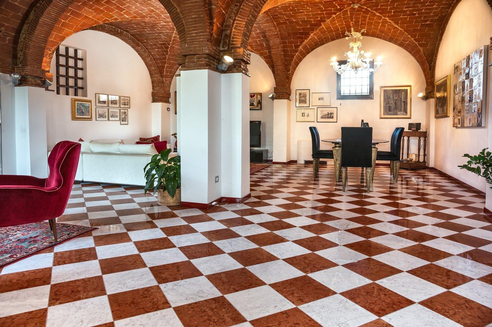 pavimenti per il soggiorno: marmo, effetto marmo ed estetica legno ... - Soggiorno Bianco Nero E Rosso 2