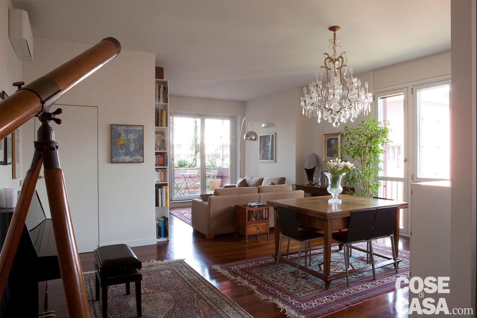 Classico pi contemporaneo per l 39 attico di charme cose for Stile contemporaneo mobili