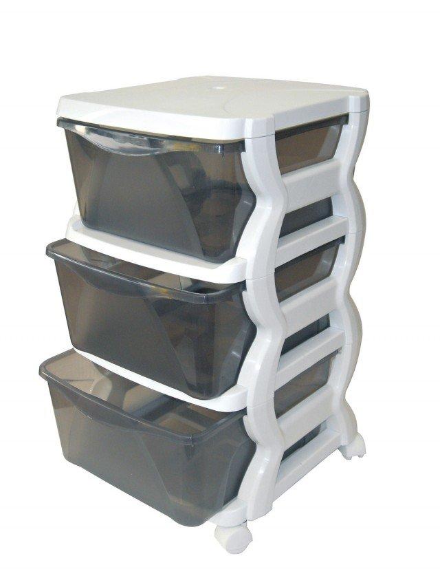 La cassettiera impilabile Insieme di Bama ha 3 cassetti e ruote che ne facilitano lo spostamento; misura L 36 x P 40 x H 62 cm e costa 24,50 euro. www.bamagroup.com