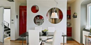 5 idee da copiare per 77 mq. Prima fra tutte, la divisione tra cucina e soggiorno