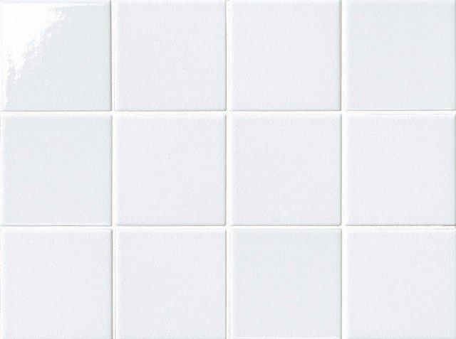 Sono in monocottura le piastrelle Serie Aqua di Iperceramica con effetto craquele che ne valorizza la superficie. Misurano 10 x 10 cm e, oltre alla versione bianca, sono disponibili in quattro tinte unite e in sei decori multicolor. www.iperceramica.it