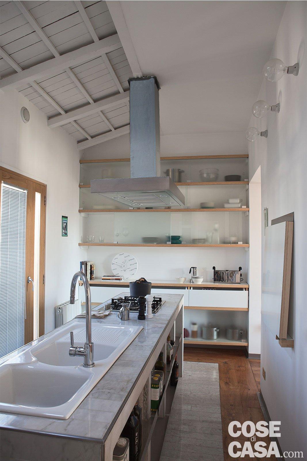 80 mq con pareti apribili che trasformano l 39 open space in for Idee per arredare un trullo