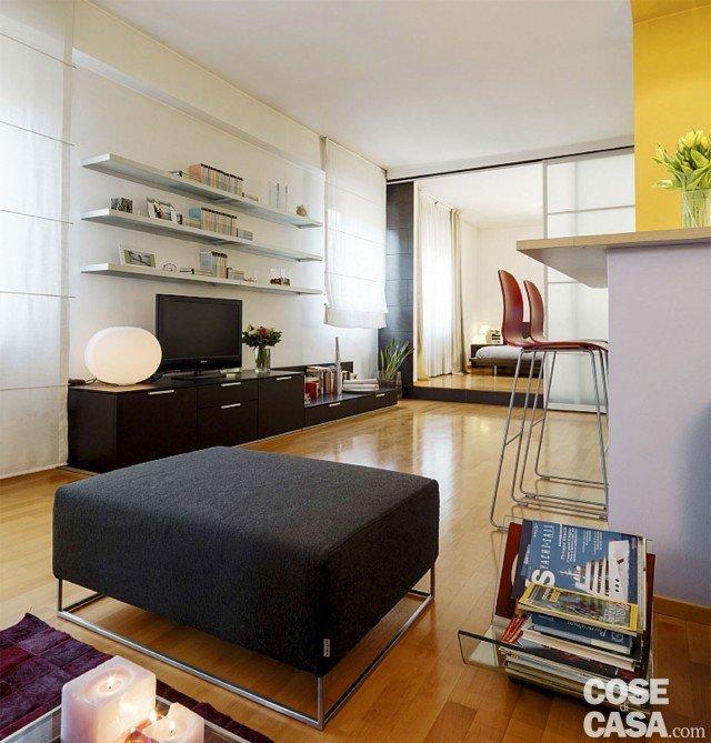Vetrate scorrevoli dividono gli ambienti nella casa di 85 - Progetto casa 85 mq ...