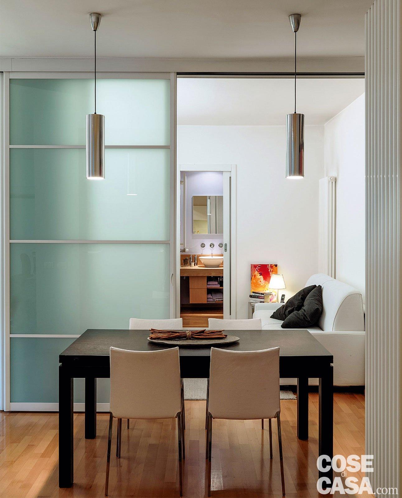 Vetrate scorrevoli dividono gli ambienti nella casa di 85 mq cose di casa - Costo costruzione casa al mq 2016 ...