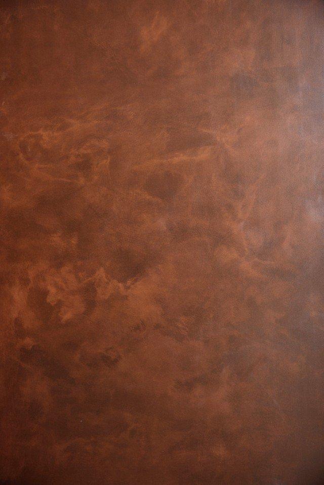 Collezione Lightker di Sil Ceramiche è una lastra ceramica grande e sottile caratterizzata da riflessi metallici nelle tonalità del rame; è resistente e adatta a rivestimenti sia interni sia esterni e a pavimenti. Prezzo su richiesta. www.silceramiche.it