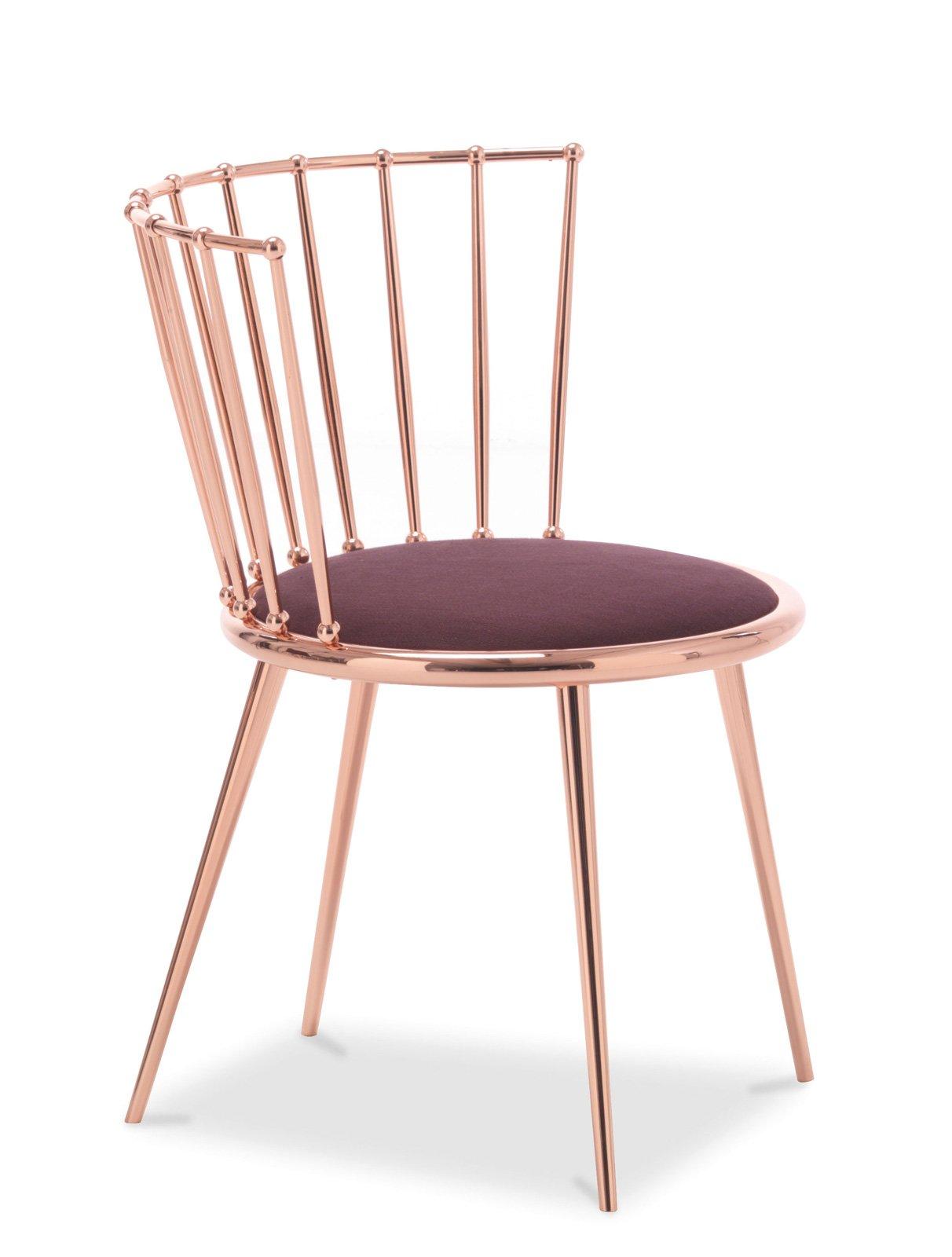 7. Aurora di Cantori è una sedia con un originale schienale formato da bacchette; la struttura è rifinita rame, mentre la seduta è in legno sagomato e imbottito. Misura L 56 x P 55 x H 78,5 cm. Prezzo 1.120 euro. www.cantori.it