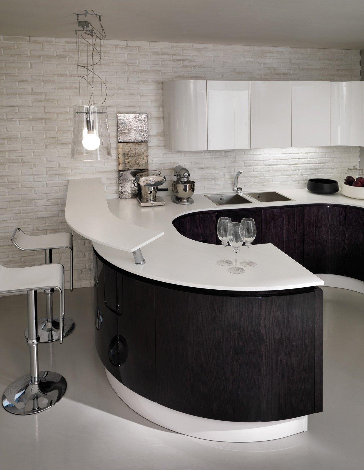 B50 Di Berloni è La Cucina Con L'originale Penisola Dalla Forma  #495969 1238 1600 Veneta Cucine O Berloni