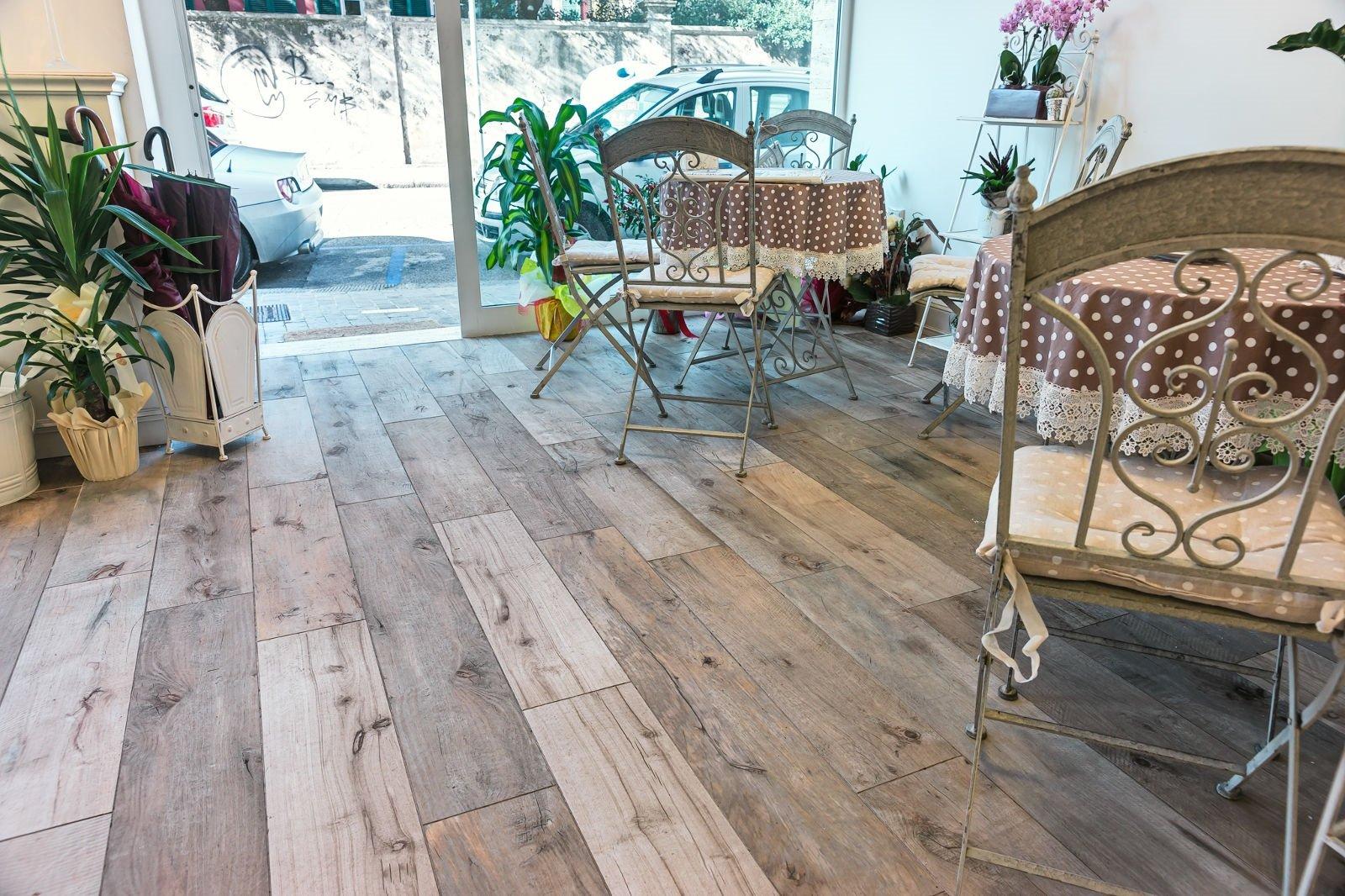 Pavimenti: gres, effetto legno, scontato - Cose di Casa