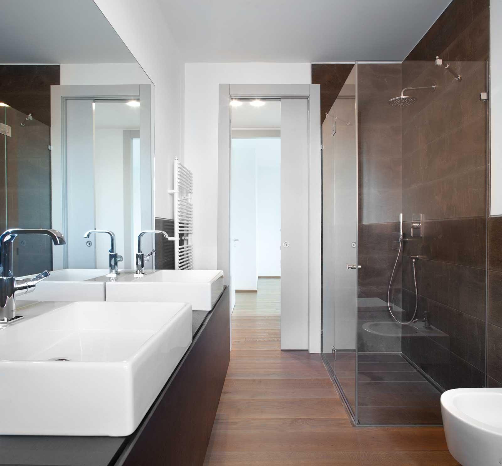 Come scegliere la porta scorrevole per il bagno cose di casa for Progetti di vetro per la casa