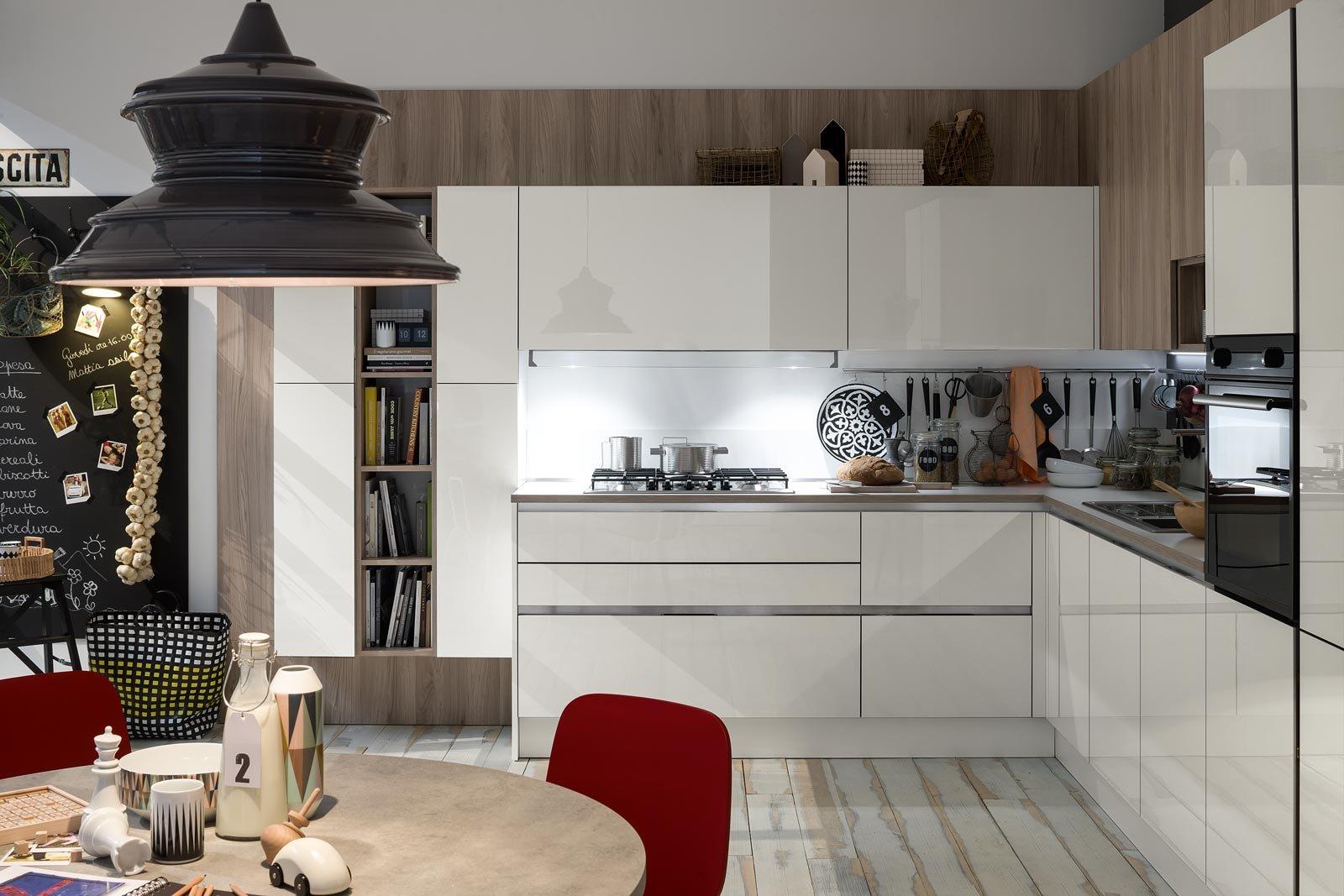 Cucina senza maniglie si apre con le gole cose di casa - Cucine legno e acciaio ...