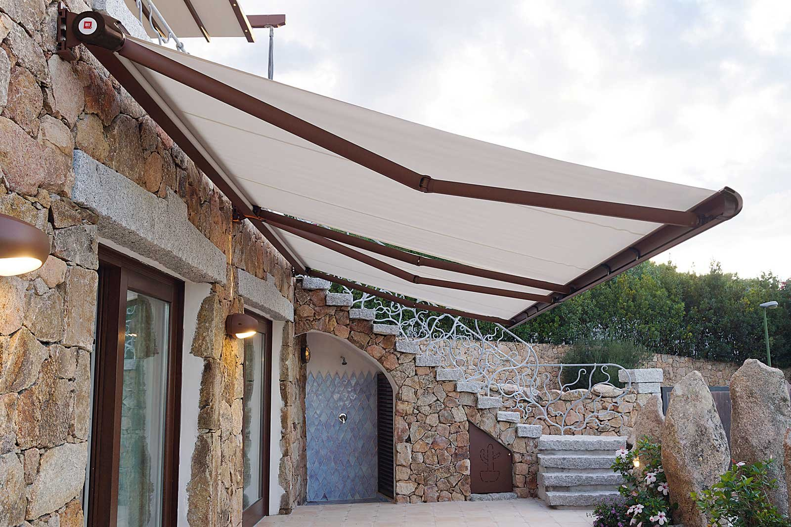 Tende ombrelloni e pergole per difendersi dal sole cose di casa - Chiudere terrazzo per ricavare stanza ...