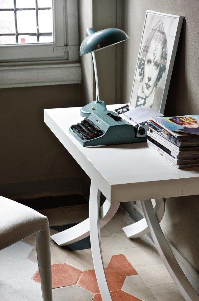 Prima console, poi tavolo Arriva a offrire fino a 10 posti a sedere Artistico di Bontempi Casa con struttura in acciaio, piano e prolunghe in legno. Misura L 120 x P 55/105/155/205 x H 75 cm e, Iva esclusa, costa 1.624 euro. www.bontempi.it