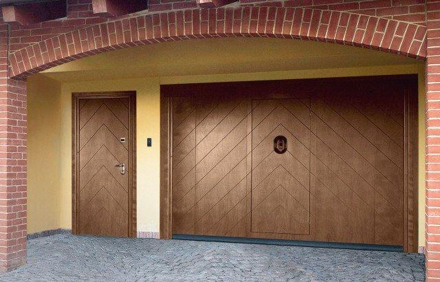 Portoni A Due Ante Per Garage Usato.Una Casa Anti Furto Con Porte Blindate Finestre Di Sicurezza E