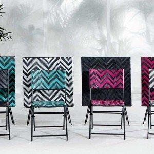Della coll. Maui di Made.com sedie e tavoli, pieghevoli, sono in rattan sintetico con struttura in ferro. Prezzo set formato da due sedie (L 61 x P 46 x H 82 cm) e un tavolo (70 x 70 x H 70 cm): 199 euro. www.made.com/it/