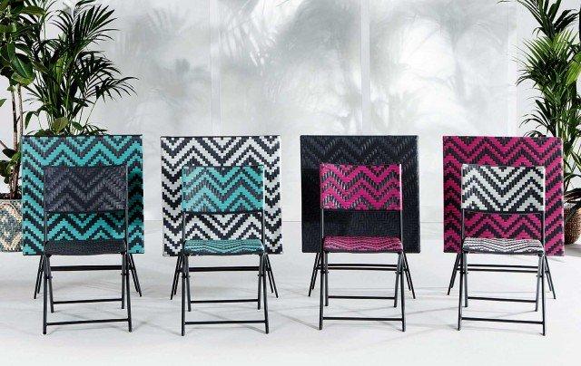 Della coll. Maui di Made.com sedie e tavoli, pieghevoli, sono in rattan sintetico con struttura in ferro; il set formato da due sedie (L 61 x P 46 x H 82 cm) e un tavolo (70 x 70 x H 70 cm) costa 199 euro. www.made.com/it/