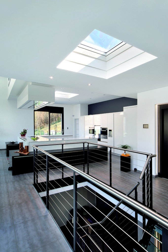 Finestre per tetti piani o a falda cose di casa for Piccoli piani di casa con un sacco di finestre
