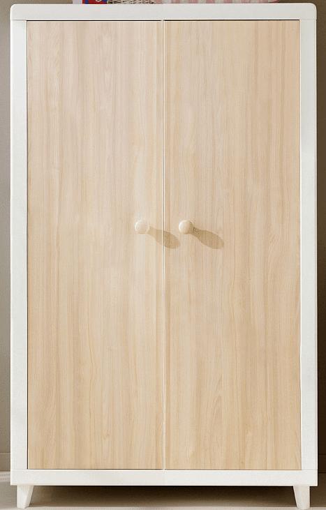 Anouk di Pali in truciolare nobilitato classe E1 è caratterizzato dall'accostamento della cornice bianca al pannello finitura acero. Misura L 109 x P 57 x H 185 cm. Costa 695 euro. www.pali.it