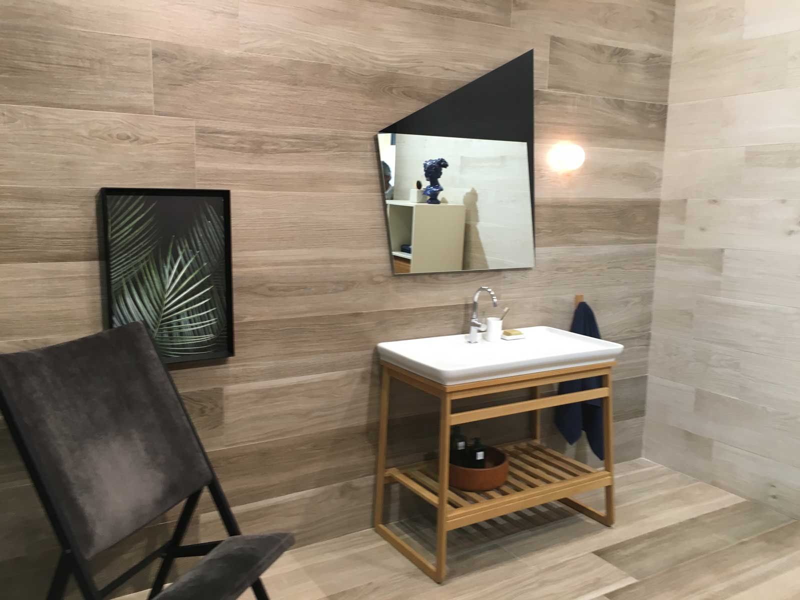 Piastrelle effetto legno anche a parete cose di casa