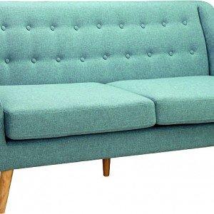 In stile vintage, il divano Betty di Conforama è rivestito in tessuto proposto nei colori azzurro o grigio. Misura L 194 x P 82 x H 86 cm.  € 499,99*