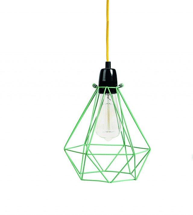 Il paralume metallico di Diamond 1 di FilamentStyle lascia a vista la particolare lampadina con filamenti inclusa. Misura L 28 x P 18 x H 18 cm. € 79*