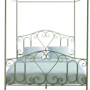 A baldacchino, il letto Romance di Maisons du Monde è in metallo ornato da cuori. Misura 135 x 210 x H 205 cm. € 269,90*