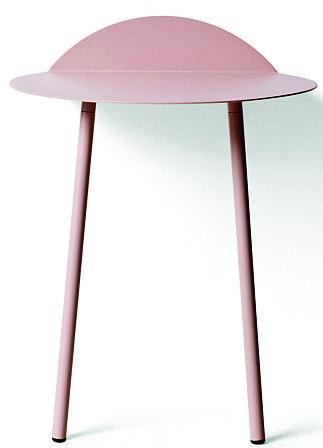 Design minimal per il tavolino Yeah di Menu da appoggiare al muro. In metallo verniciato a polveri, misura L 32 x P 40 x H 52,5 cm. € 130*