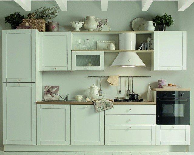 È completa di elettrodomestici (frigo/freezer in classe A+, piano cottura, forno) la cucina Eloise di Mercatone Uno. Misura L 330 x P 60 x H 216 cm. € 1.950* www.mercatoneuno.com