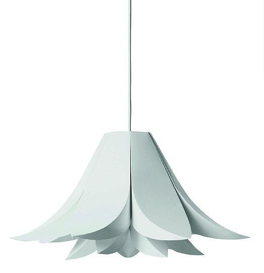 La sospensione Norm 06 di Normann Copenhagen è in plastica lamellare. Da montare, nella versione media misura Ø 62 cm. € 70*