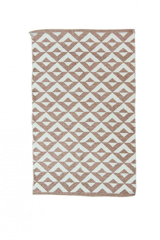 Geometrie in bianco e beige decorano il tappeto Rubkat di Novità Home in cotone stampato. Misura 120 x 180 cm. € 51