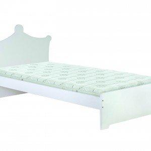 Ha la testata a forma di corona il letto Charlotte di Miliboo in mdf laccato bianco opaco. Misura 90 x 190 cm. € 176,70*