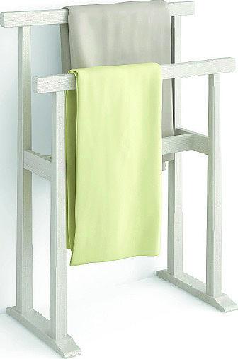 In abete spazzolato color gesso, il portasalviette Coll. Nuovo Mondo di Scandola misura L 65 x P 35 x H 85 cm. € 280