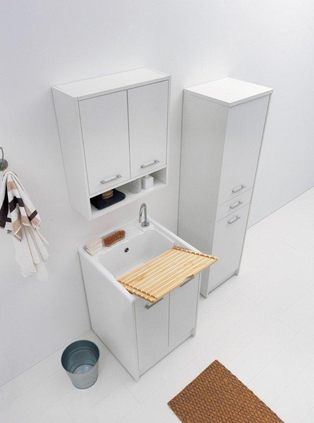 I mobili lavapanni della collezione Domestica di Colavene sono dotati di vasca lavatoio in metacrilato profonda 31 cm. Hanno tavola per il lavaggio in legno massello, che si trasforma in piano d'appoggio, e vano per detersivi e accessori. I piedini regolabili garantiscono stabilità anche su pavimenti irregolari e proteggono dall'umidità. Sono disponibili nella finitura Bianco tela e in 5 misure differenti. Nella misura L 45 x P 50 cm, Iva esclusa, costa 258 euro. www.colavene.it