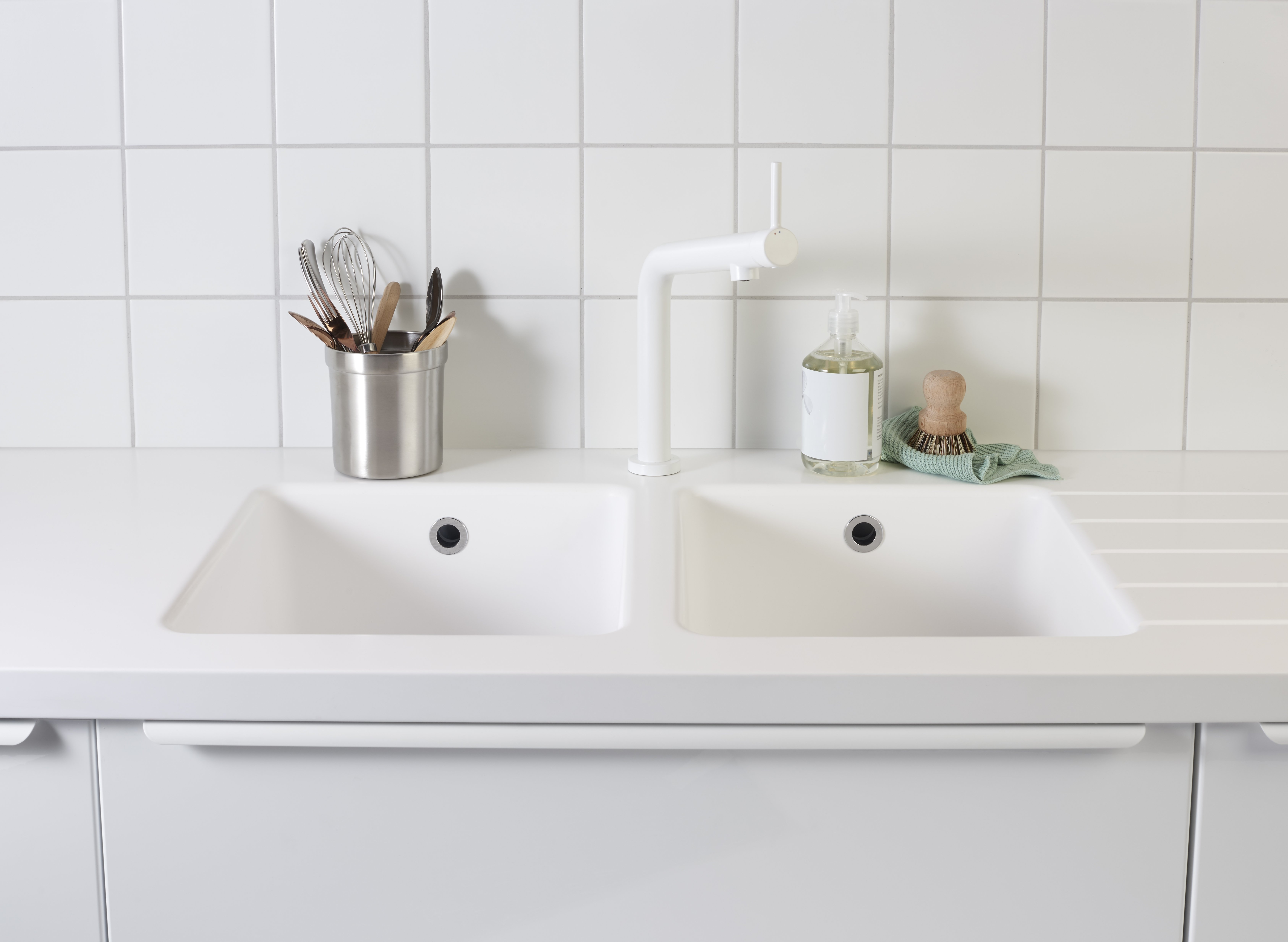 Altezza Cucina Ikea caratterizzato da volumi morbidi e profili curvilinei il