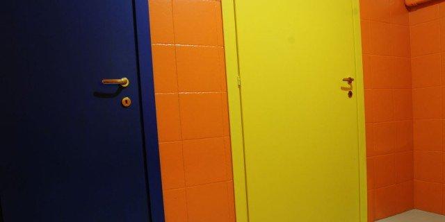 Pitturare le piastrelle: bagno e cucina diventano come nuovi - Cose ...