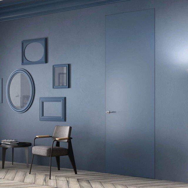 La porta Sistema Zero, Mod. Exit Zero di FerreroLegno è integrata nel muro con anta nello stesso colore. Misura 80 x 270 cm.