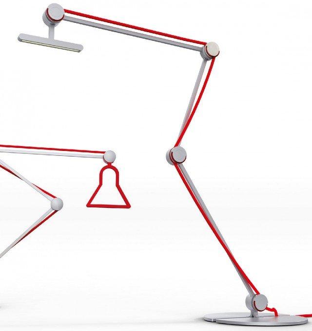 Un'interpretazione grafica dei tradizionali modelli da scrivania, la lampada sembra essere doppia: un semplice profiloin alluminio supportail led con potenzadi ultima generazione. La lampada da tavolo Heron di Bilumen (www.bilumen.it) è dotata di snodi autobloccanti, facilmente apribili o chiudibili, per semplificare meccanica e funzionamento. Misura L 45 x H 60 cm; il modello base costa 395,83 euro.
