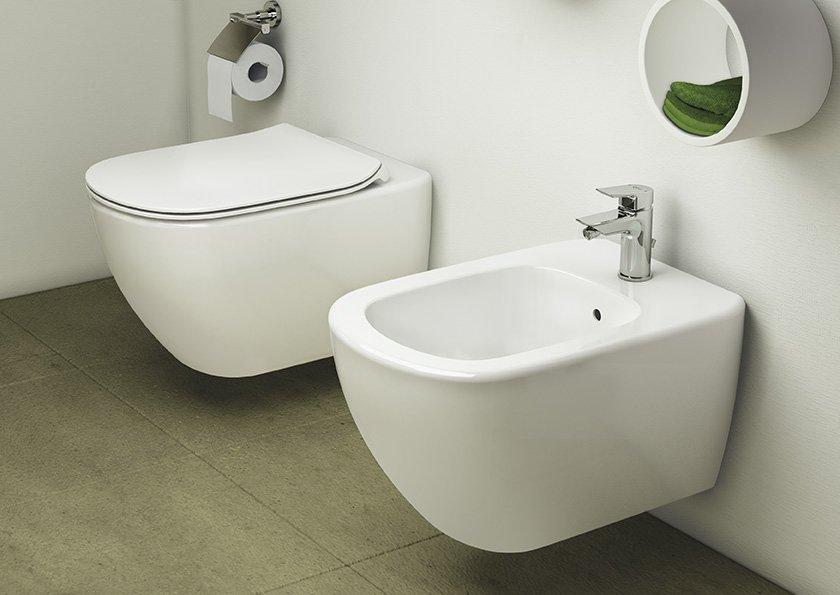 Tesi e ceramix per un bagno di tendenza cose di casa - Set sanitari bagno ...