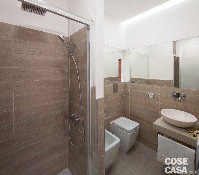 Bilocale di 40 mq casa mini comfort maxi cose di casa - Bagno con gres effetto legno ...
