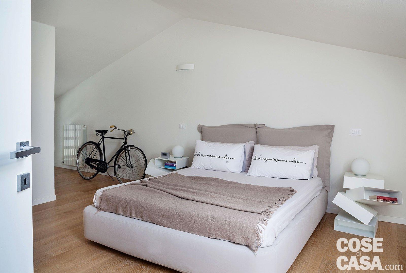 Abitare in mansarda cose di casa - Camera di letto usato ...