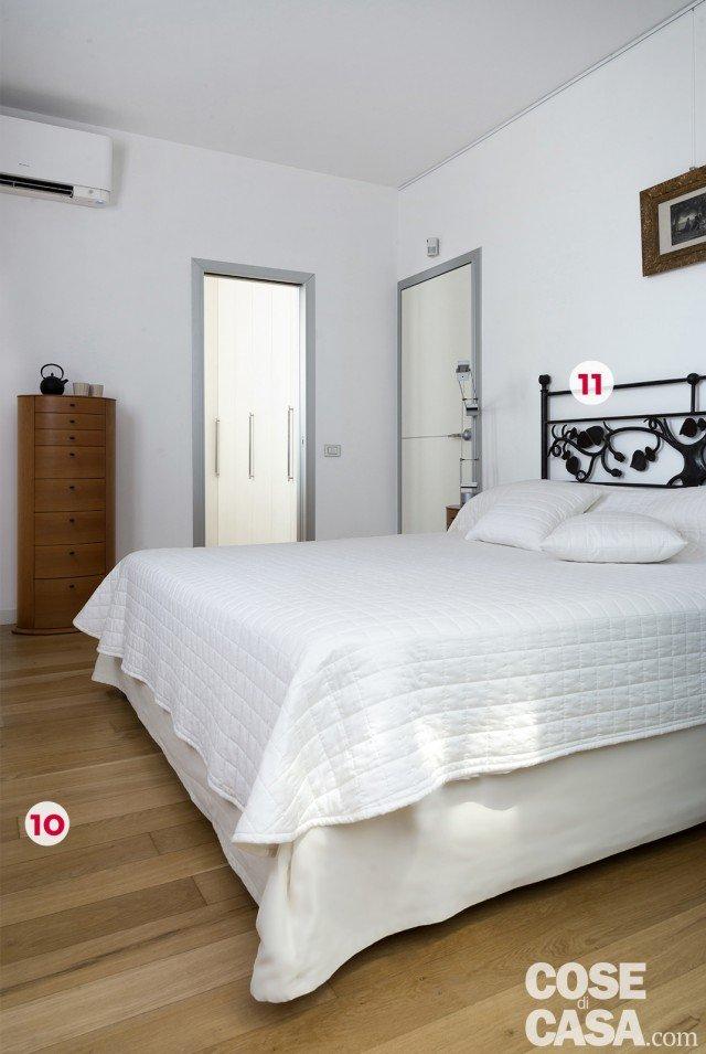 Interni di 67 56 50 mq elogio della semplicit cose di casa for Camera letto ferro battuto