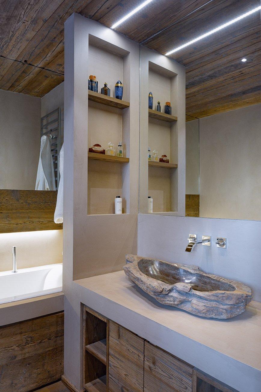 Legno pietra e resina nello chalet contemporaneo cose di casa - Bagno di casa ...