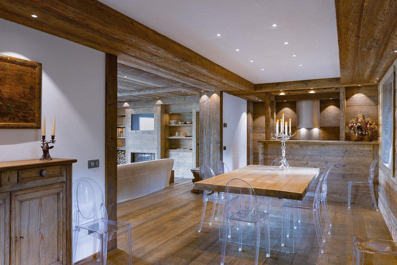 legno pietra e resina nello chalet contemporaneo cose