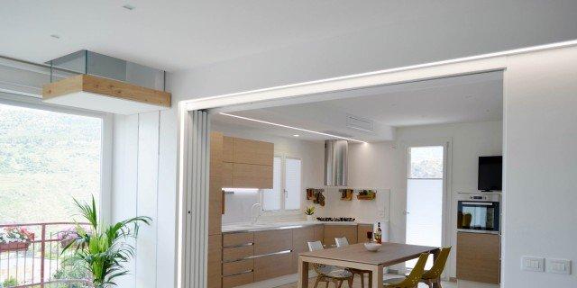 Una casa con soggiorno e cucina divisi solo quando serve for Disegni di casa piano aperto